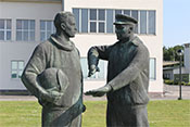 Jagdflieger-Bronzeskulptur 'Waffenbrüder' von Prof. Gerhard Thieme