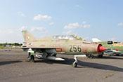 """Schulflugzeug Mikojan-Gurewitsch MiG-21 UM """"256"""" (NATO-Code: Mongol B) des NVA-Jagdgeschwaders 2 """"Juri Gagarin"""" (Werknummer: 2695156)"""