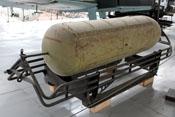BSB 1000 - deutscher Bombenschüttbehälter auf Transportgestell