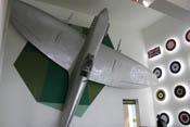 Spitfire und Kokarden der Royal Air Force im Eingangsbereich des Museums